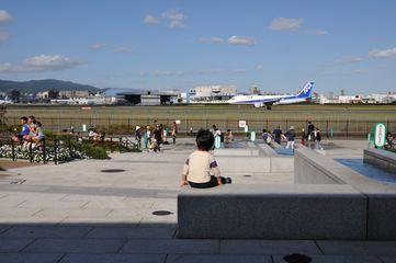 大阪空港沿いの公園です