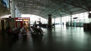 寂しげな金海空港